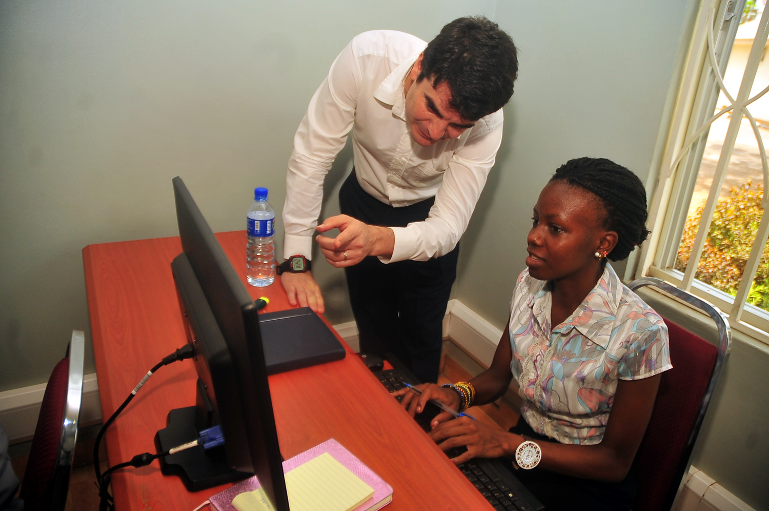 Consultant IOM Juan Cados de Cadiz (L) takes KCCA, employment service officer M.s Lucia Khasalamwa (R) during the training at KCCA office in Kampala February 24, 2015 (PHOTO: STEPHEN WANDERA)
